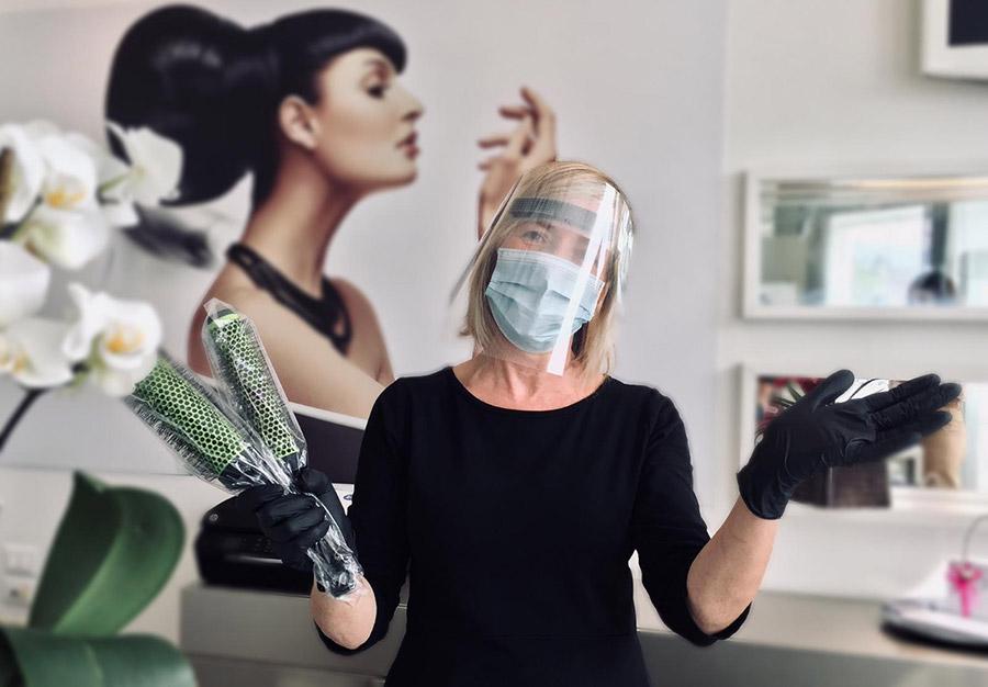 Lavoriamo sempre con mascherina e visiera